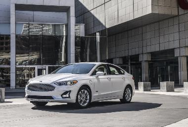 2. 2019 Ford Fusion_front_left